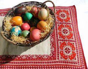 767px-Easter-eggs-bg