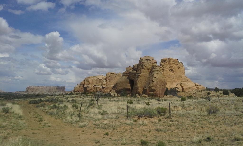 Formaciones geológicas de camino a Sky City, Nuevo México. Foto por Yaisha Vargas, 2015
