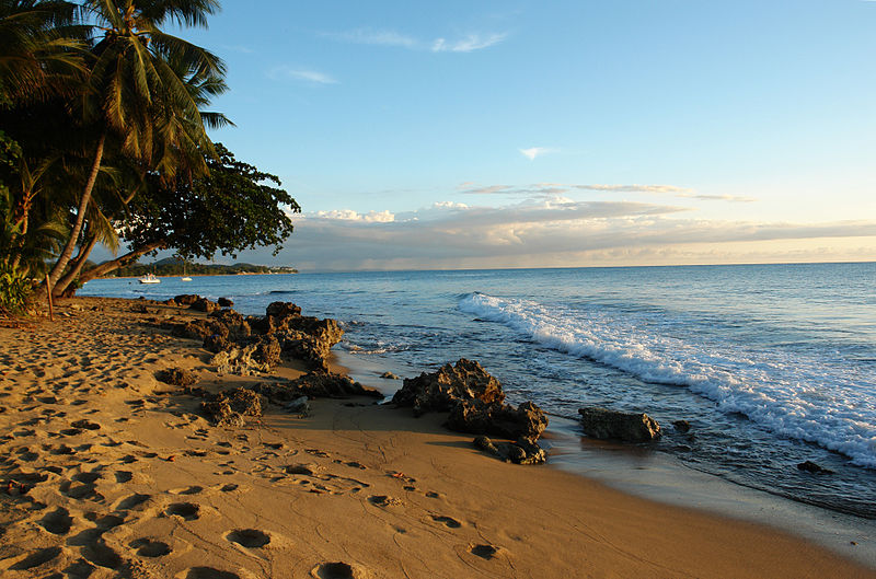 800px-puerto_rico_beaches_01-wikimedia-commons