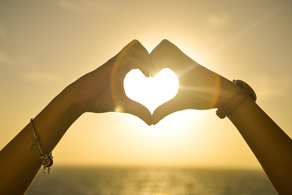 1024px-Amor_en_un_corazón