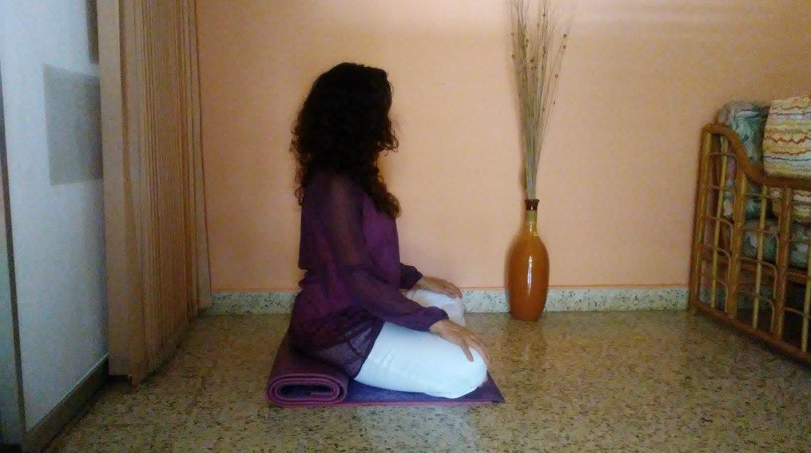Postura con el yoga mat